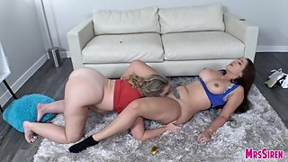 Curvy Big Ass Women Fisting and Sharing BBC