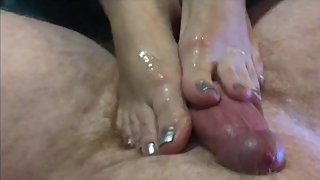 Amazing footjob and blowjob at same time. Sexiest MILF feet