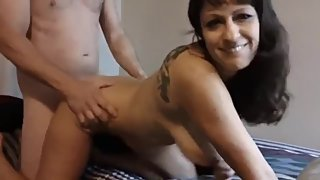 Shameless american mature milf having fun with her 18yo roommate
