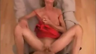 Blonde mature mom sucking dick and get creampied