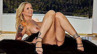 Lonely MILF Julia Ann Fingers Herself to Full Orgasm