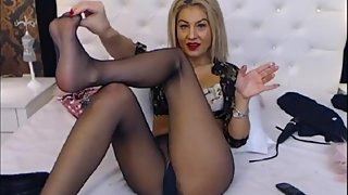 Cora - Shows naked in Pantyhose
