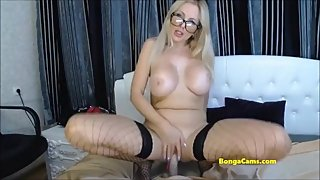 BongaCams milf spreads her legs wide and cums loudly